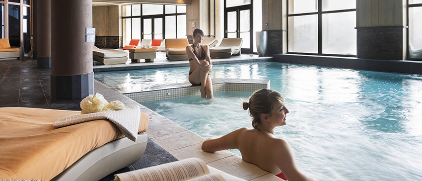 france_portes-du-soleil_avoriaz_l'amara-apartments_indoor-pool.jpg